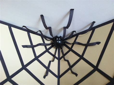 Easy Last Minute Decor Balloon Ceiling by Decor Spider In A Web Using Streamers And