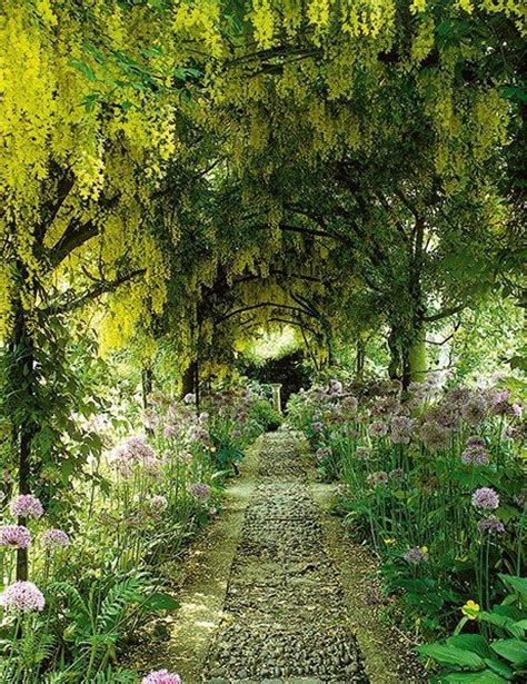 beautiful gardens 25 best ideas about beautiful gardens on