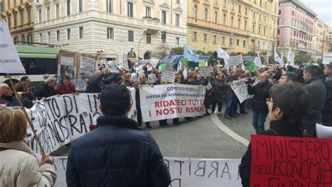 Banca Etruria Pescara by Banca Etruria I Risparmiatori Quot Dal Governo Vogliamo I Fatti Quot