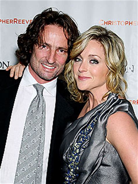 kayak commercial engaged actress 30 rock s jane krakowski gives birth to son bennett