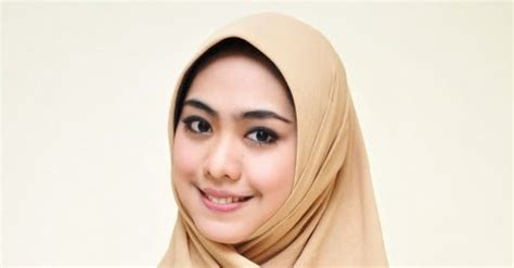 oki setiana dewi berjilbab itu cantik profil biodata foto dan penjelasan tentang jilbab