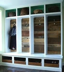 coole garderobe coole garderobe aus alten holzdielen clever recycelt