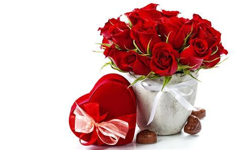 Beautiful heart and red flowers bouquet   HD Wallpapers Rocks
