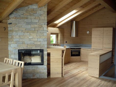 pavimento mansarda un loft in legno nel sottotetto mansarda it
