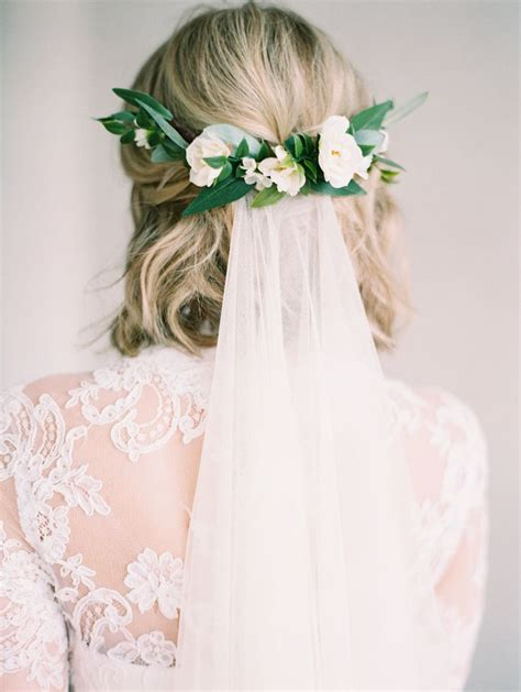Wedding Hairstyles Veil And Flower by 25 Best Ideas About Hair On