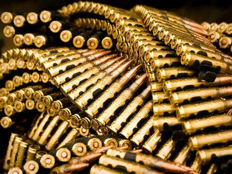 wallpaper gun gold download guns gold wallpaper 1600x1200 wallpoper 244766