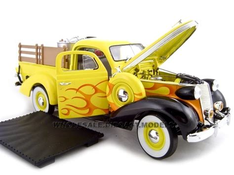 Acesoris Diecast Skala 24 1937 studebaker yellow with accessories 1 24 diecast car unique replicas 18566