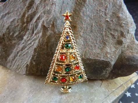 bj beatrix christmas triangle tree vintage pin with
