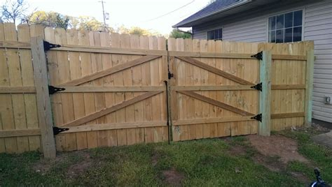 build   privacy fence