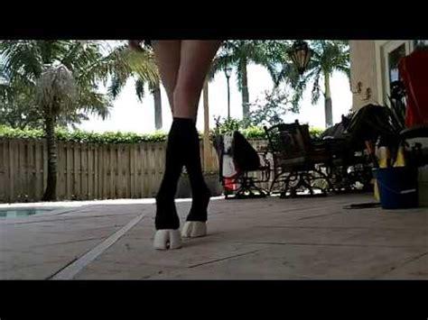 mujer con caballo zapatos de caballo youtube