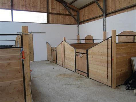 kleiner stall kleiner offenstall und boxen mit freien stallpl 228 tzen oder