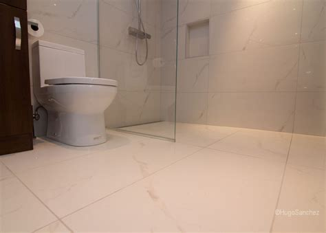 seamless bathroom flooring custom linear drain c 233 ramiques hugo sanchez inc