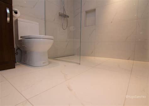 seamless bathroom flooring custom linear drain c 233 ramiques hugo inc