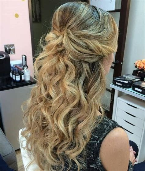 Homecoming Hairstyles Half Up Half by 1000 Ideas About Easy Homecoming Hairstyles On