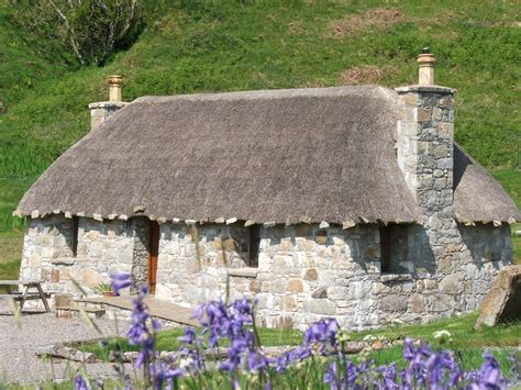 renting a cottage in scotland built thatched hebridean cottages homeaway isle