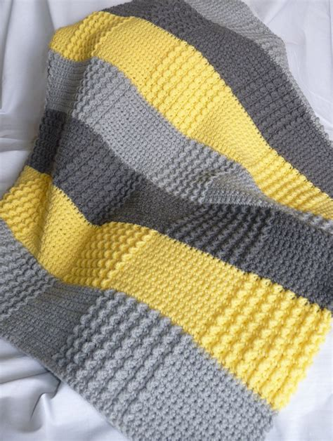 quadrate patchwork decke häkeln crochet gray yellow baby blanket made to order decken