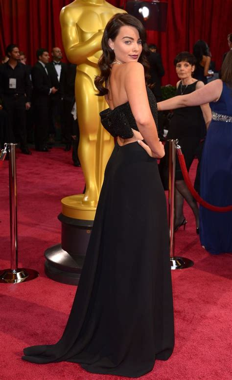 margot robbie oscars hair 2014 margot robbie chose ysl to go with her freshly dyed