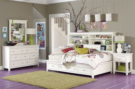 Maximize A Small Bedroom by Master Bedroom Decorating Ideas Small Space Home Delightful