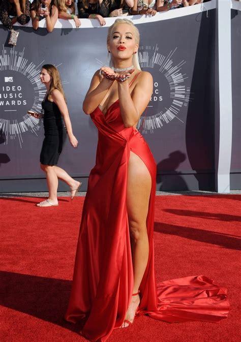 Dress Chriss Merah Ora Photos Photos Arrivals At The Mtv