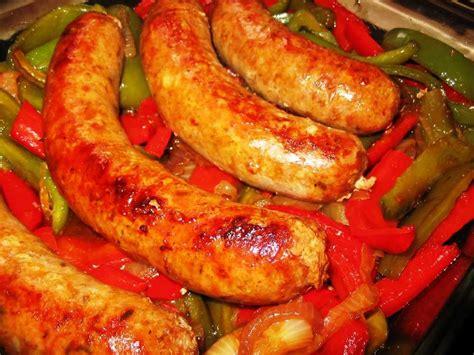 come cucinare salsicce peperoni e salsicce al forno ricetta facile da preparare