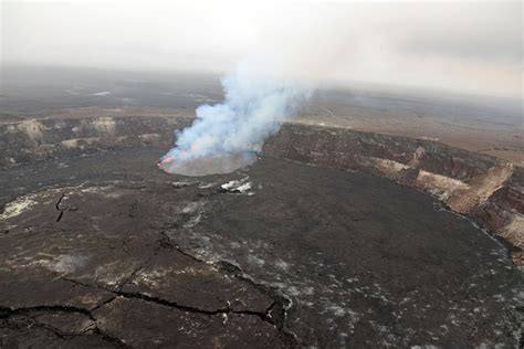 earthquake volcano kilauea volcano erupts followed by 5 6 and 6 9 earthquakes