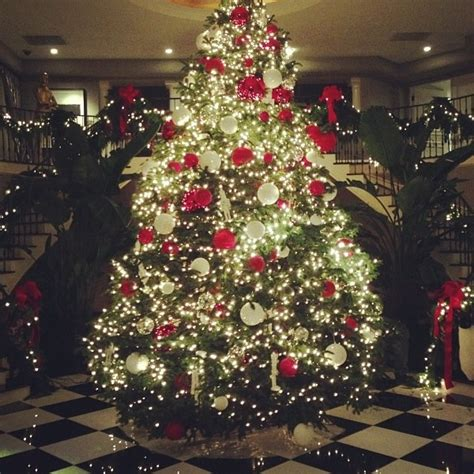 the kardashians christmas tree kardashian kudzu pinterest