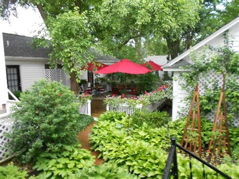 garden cottages saugatuck 301 moved permanently