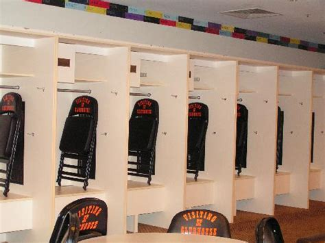 inside the locker room the on the phone anthony tried to catch the hr that andy s holding within a minute