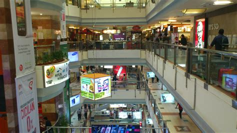 Store Jakarta shopping mall midnight visitor