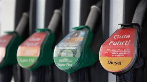 Motorrad Diesel Oder Benzin by Schon Gewusst Der Unterschied Zwischen Diesel Und Benzin