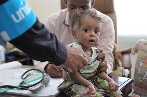 wonen men children in 2015 yemen crisis donate now unicef uk