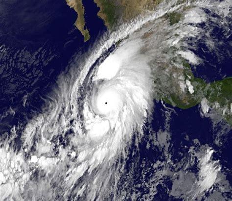 imagenes satelitales huracan patricia en vivo hurricane patricia a category 5 hurricane about to hit