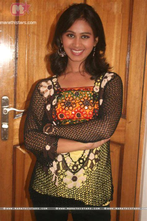 mrunal dusanis mrunal dusanis marathi actress photos wallpapers biography