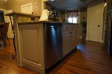 Cream Maple w/Caramel Glaze Island Cabinets; 3CM New