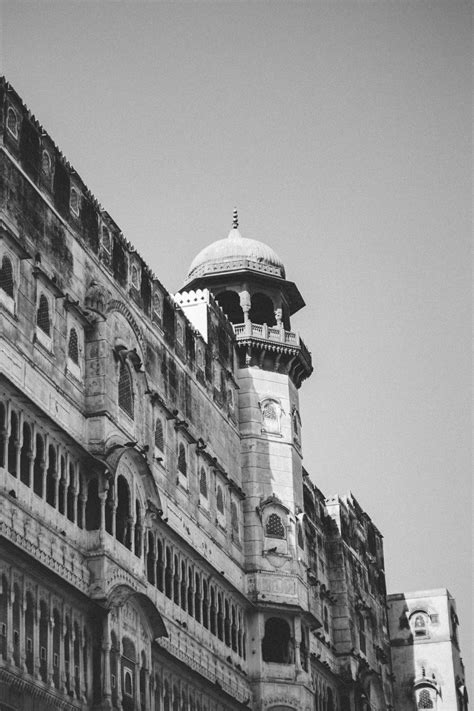 gambar arsitektur hitam  putih tengara satu warna