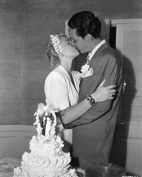 hollywood actress wedding photos 16 vintage celebrity wedding cakes you ve probably never