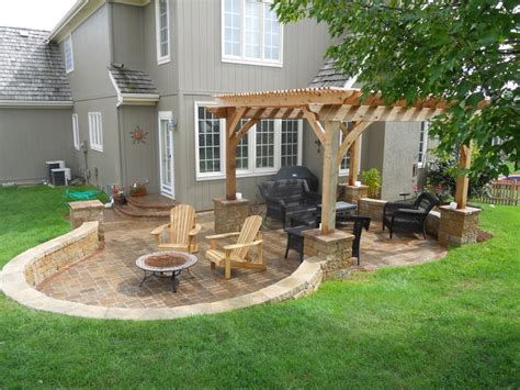 Paver Patio With Retaining Wall Paver Patio Ideas Cool The Concrete Paver Patio Design With Pergola Features Large Circular