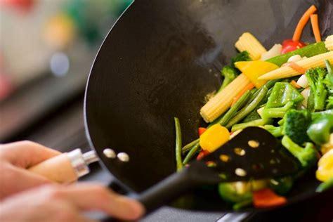 cucinare wok cucinare con il wok guida all acquisto gustosano