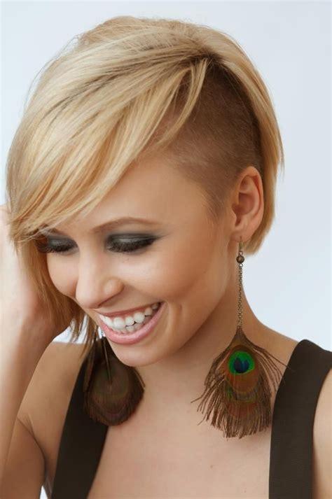 hairstyling bob mit sidecut die besten 25 sidecut frisuren ideen auf pinterest