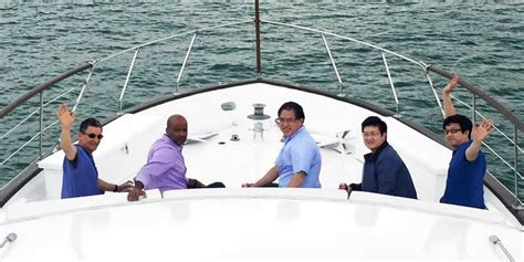boat rental for chicago chicago boat rental book a chartered yacht and cruise