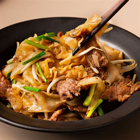 cantonese beef chow fun noodles marions kitchen