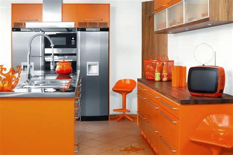 desain dapur warna orange kombinasi warna orange untuk cat rumah agar terlihat