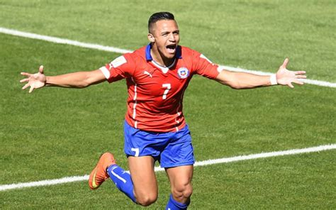 alexis sanchez uncovered chile football transfer news chile football news gossip