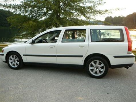 sell   volvo  station wagon fwd clean carfax  tires excellent conditon  columbus