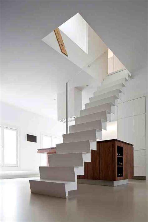 desain tangga rumah melayang minimalis sederhana