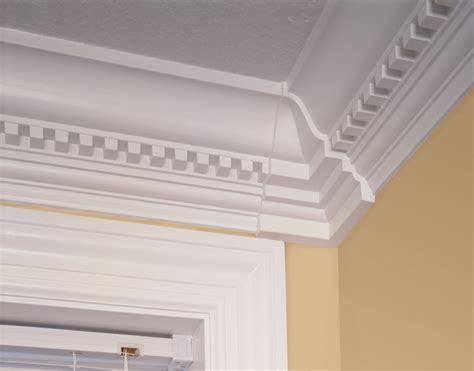 beautiful crown molding in modern living room with
