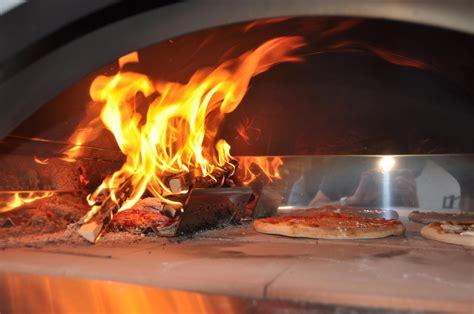 il camino grottaglie uso della legna da ardere per la cottura dei cibi nei