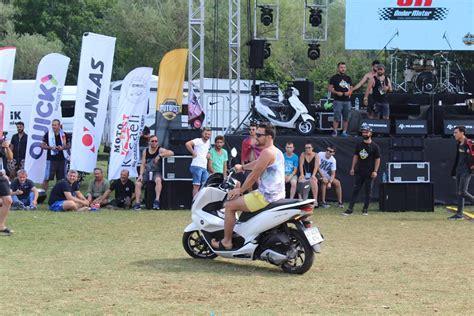 yagmur engeline takilan komoto motofest motosiklet sitesi