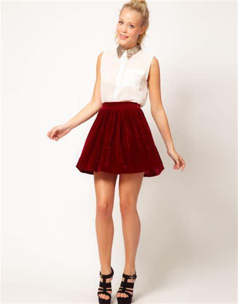 Rok Satin Velvet 28 glamorous velvet skater skirt in burgundy lyst