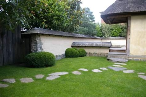 backyard stepping stones how to create a stepping stone path outdoortheme com